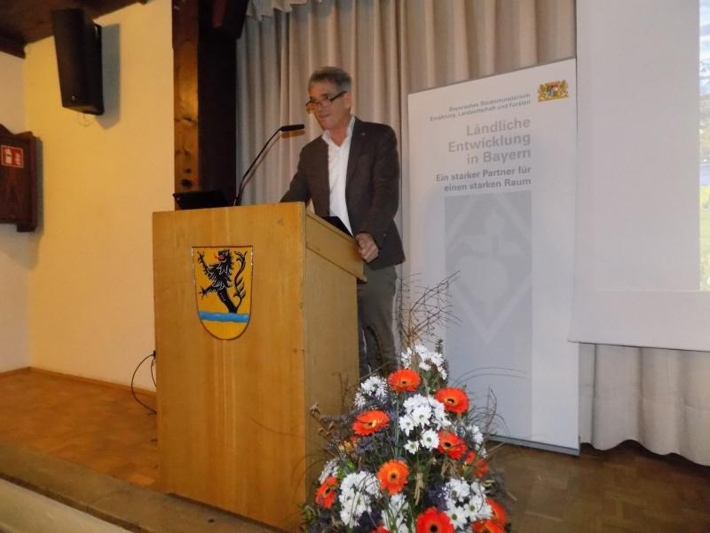 Als Hausherr begrüßte Fridolfings Bürgermeister Hans Schild die zahlreichen Bürgermeister und Gemeinderäte der Region sowie mehrere Vertreter des Amtes für Ländliche Entwicklung.