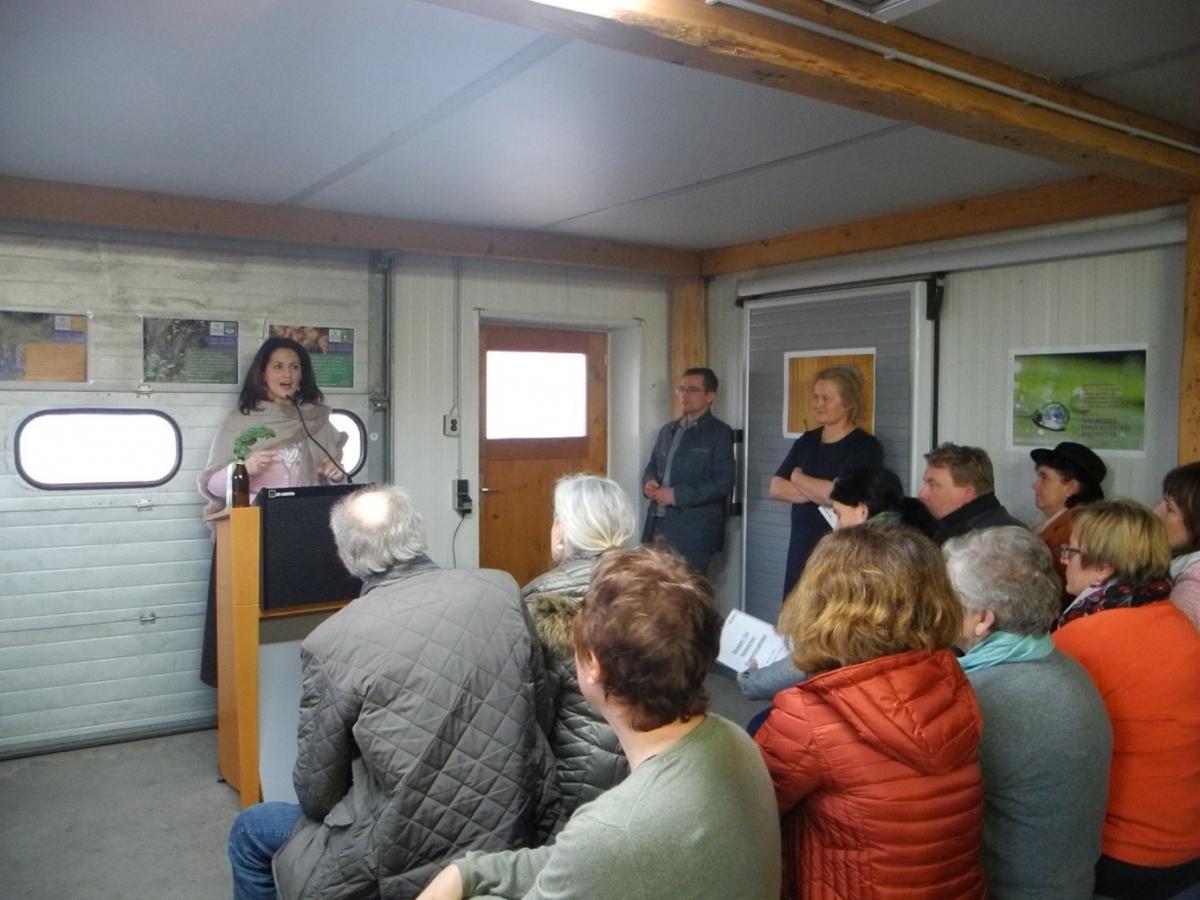 Ministerin Michaela Kaniber auf Besuch in der Ökomodellregion Waginger See-Rupertiwinkel,  bei ihrer Ansprache zum Wert des heimischen Biowintergemüses in Laufen 2020.
