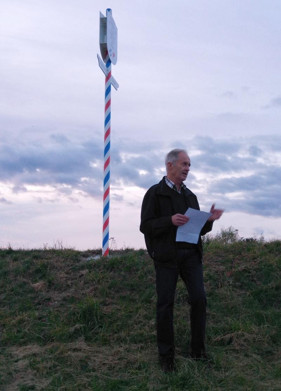 Der Initiative des Wonneberger Ortsheimatpflegers Hans Maier ist es zu verdanken, dass hier bei Weibhausen eine Tafel aufgestellt wurde, die an die alte Grenze zwischen Bayern und Salzburg erinnert.