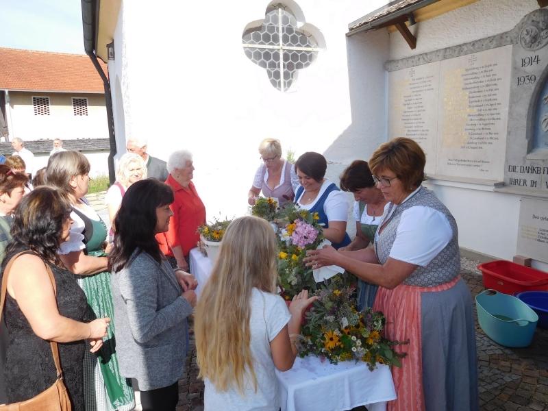 FG Wonneberg veranstaltete erfolgreiche Kräuterbüschel-Aktion