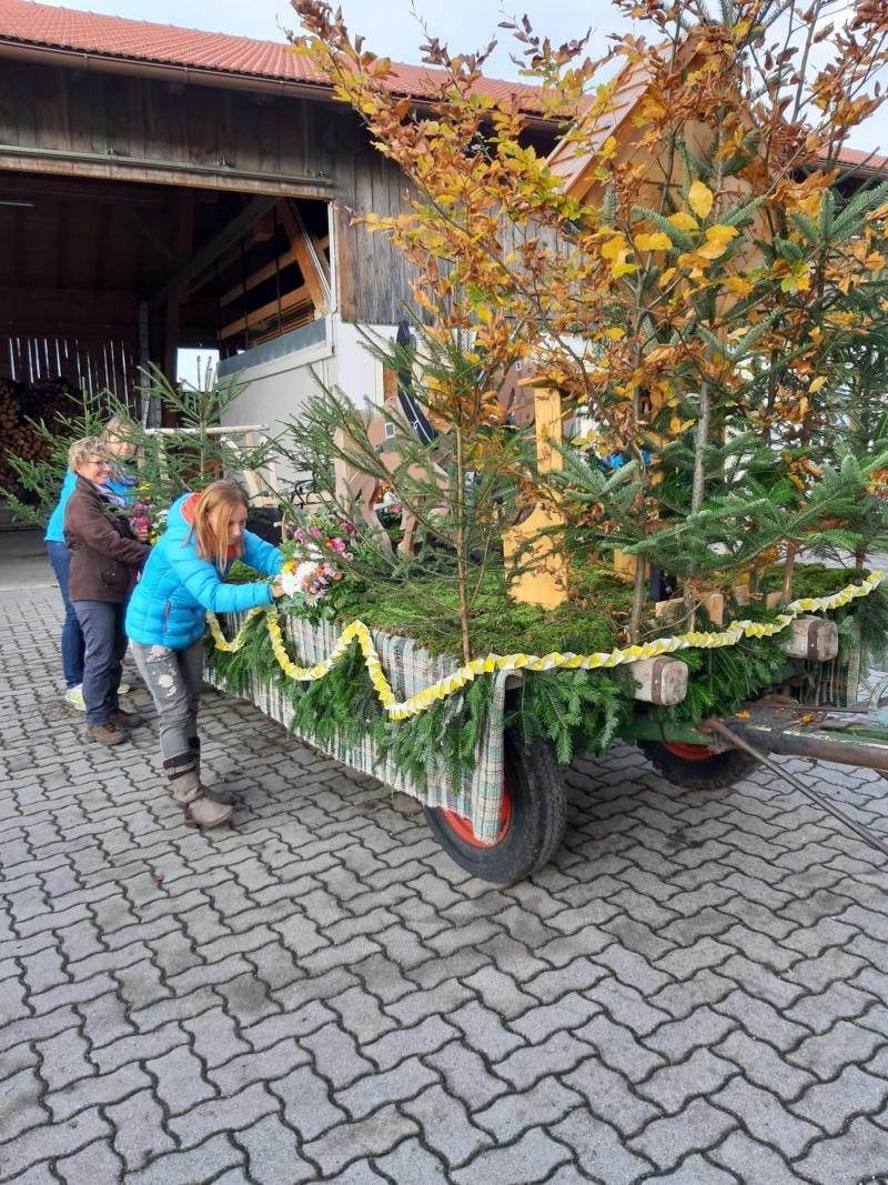 Obst- und Gartenbauverein schmückte den Isidorwagen für den Leonhardritt