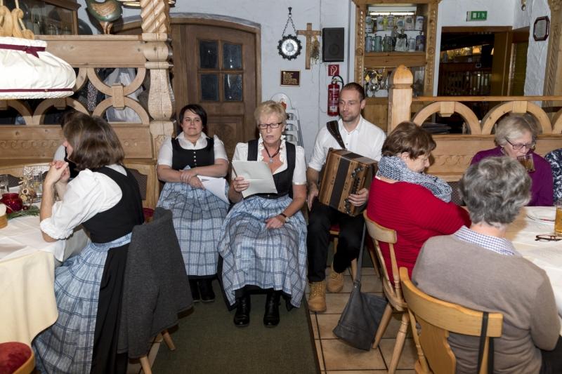 Engelamt und Adventfeier der Frauengemeinschaft St. Leonhard