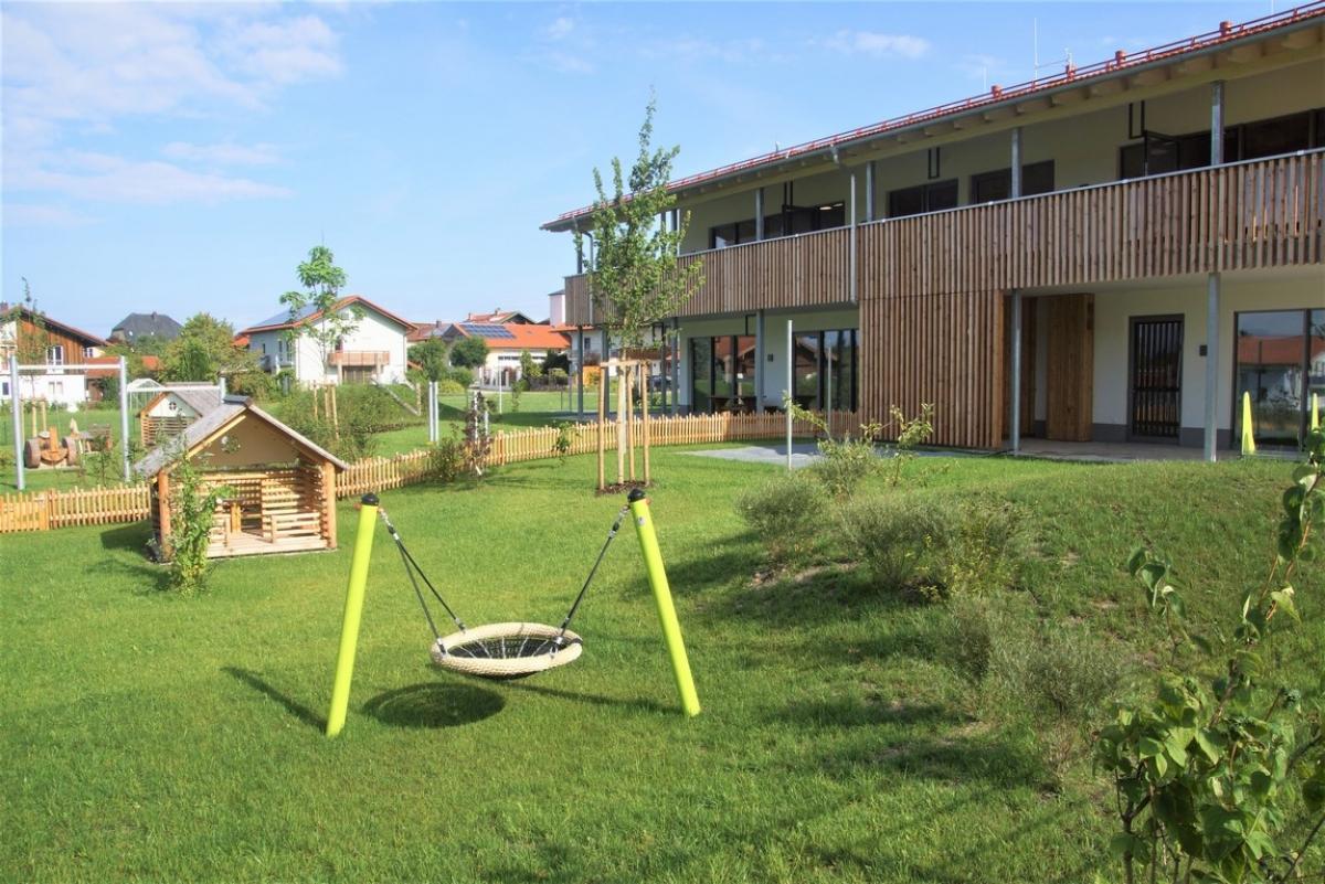 Wunderschön und abwechslungsreich gestaltet sind die Außenanlagen des Kindergartens.