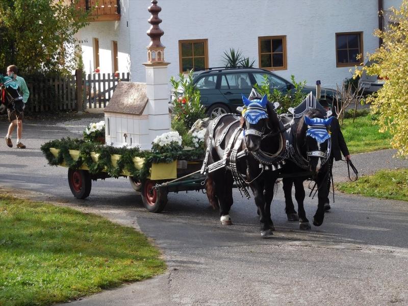 Prächtiger Wallfahrts-Ritt in St. Leonhard am Wonneberg