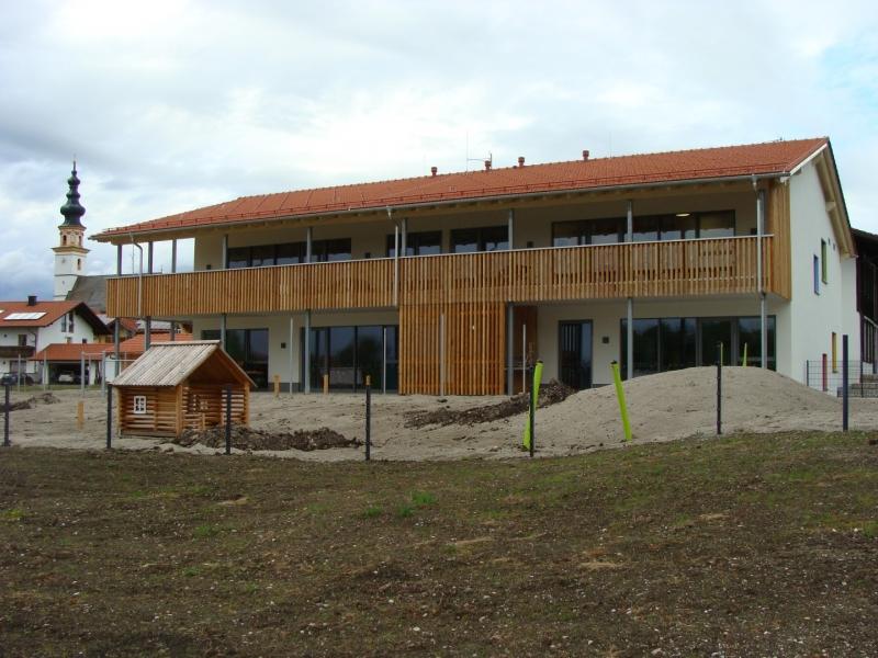 Außen ist der Wonneberger Kindergarten ganz und gar fertig. Lediglich bei den Außenanlagen muss noch ein wenig Hand angelegt werden.