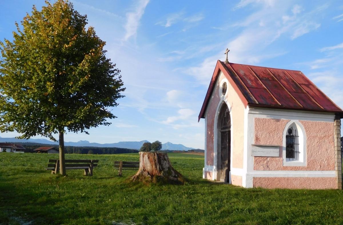 Die Kapelle in Untermoosen ist an einer landschaftlich sehr schönen Stelle erbaut, von der aus man einen weiten Blick ins Land hinein genießen kann.