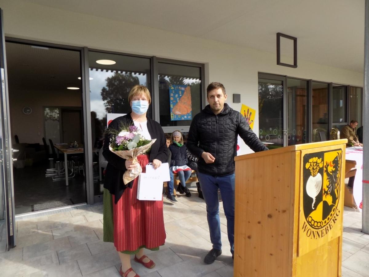 Von links: Die Leiterin der neuen Einrichtung, Birgit Bleibinger mit Architekt Michael Mayer von der Traunsteiner Planungsgruppe Straßer.