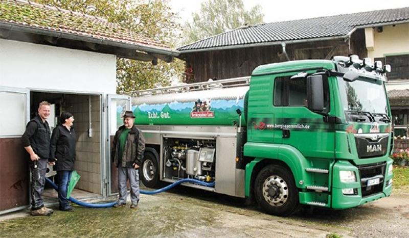 Familie Schrobenhauser hat die Umstellung auf Demeter schon geschafft und liefert als 10.000ster Bio-Betrieb in Bayern seit Oktober 2019 Demeter-Milch an die Molkereigenossen-schaft Berchtesgadener Land