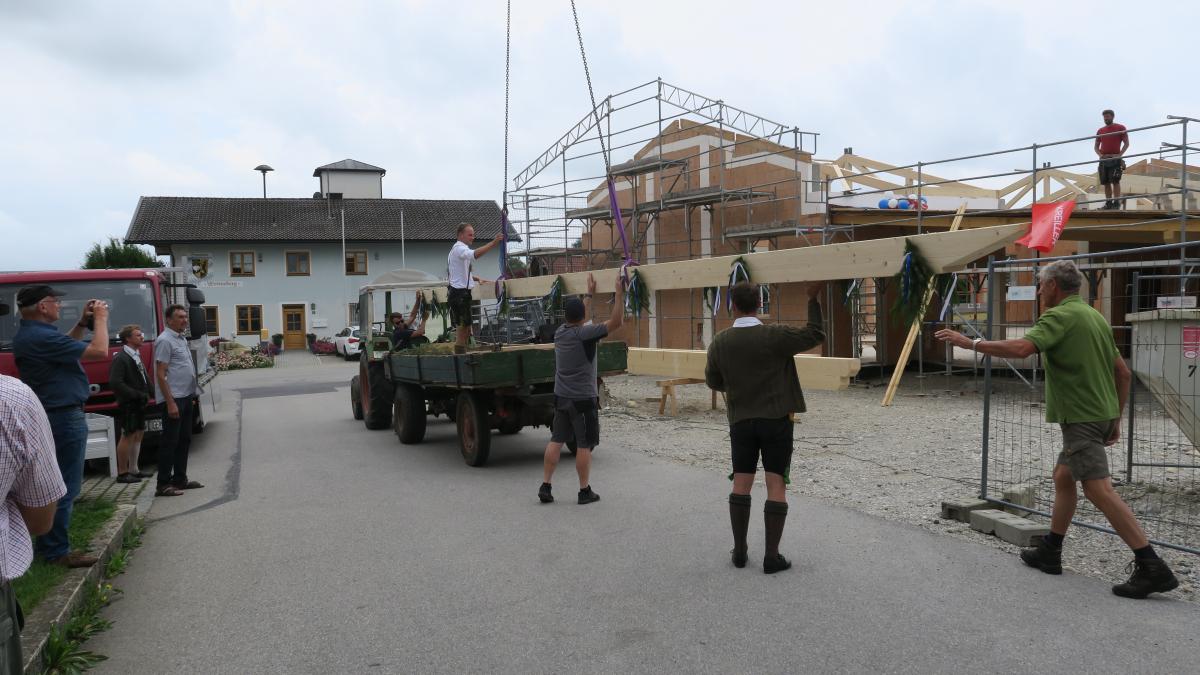 Bürgerhaus: Bilder von der Rückgabe des Firstes